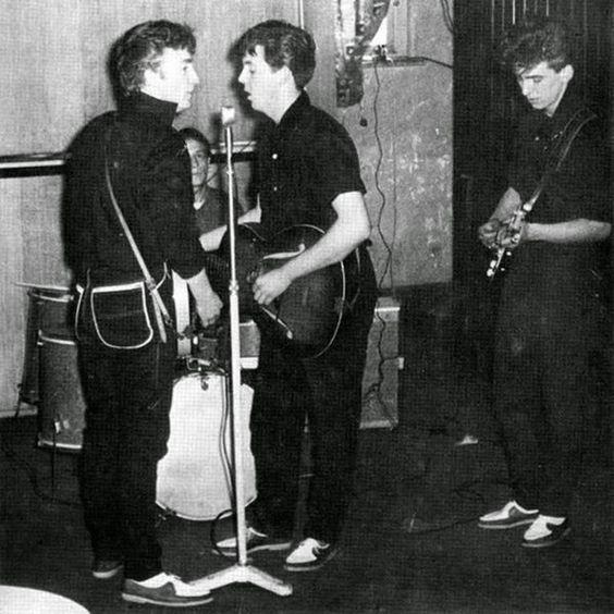 ビートルズの前身バンド クオリーメンの50年代後半に撮影されたレア写真42枚をビンテージ写真サイトが特集紹介 - amass
