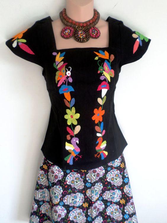 Blusa blanca y multicolor. Muy sexy bordada a mano por ArteOtomi