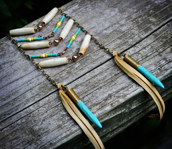 Astrah Collar - estilo Boho Ladder babero con el hueso, cuentas de semillas, conchas de bala turquesa y Cuero