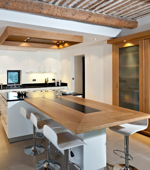 Maison Bordeaux  320 m² pour vivre en couple - plan de cuisine moderne avec ilot central