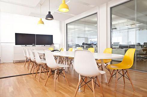 Die schönste Form, die passendste Funktion: Büromöbel und Objekteinrichtung mit der persönlichen Note. #business #büromöbel #design #office #interior #furniture #popular #startup #modern #style #work #workspace #officedesign #bueromoebel // http://moderne-buerowelten.de/objekteinrichtung/objekteinrichtung/