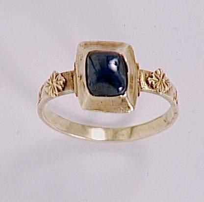 "Gold ring with sapphire and the inscription ""Amor vincit"" (French, 13th centure)"