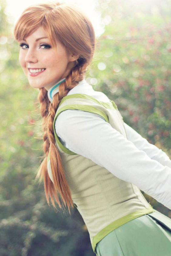 Liechee Cosplay as Anna