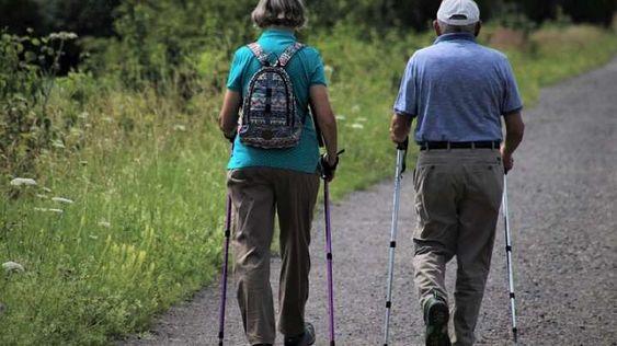Пенсия за выслугу лет и пенсия по возрасту. Выгодно ли делать перерасчет с одного вида пенсии на другой
