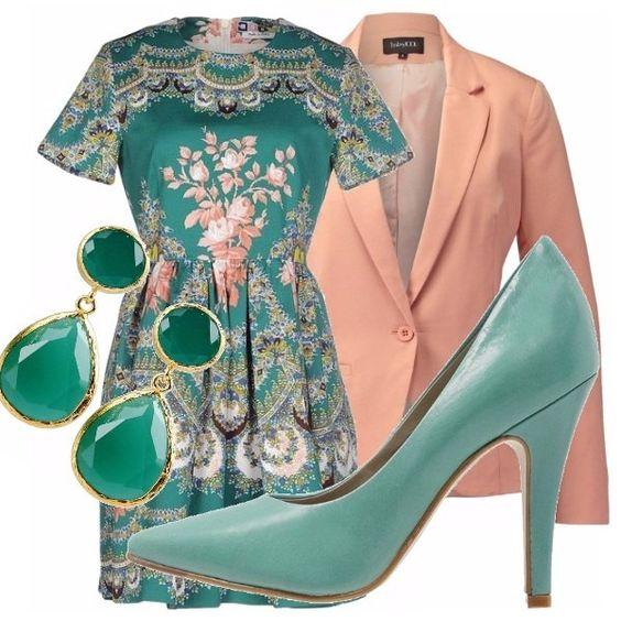 Perfetto per un'occasione imporant, e questo outfit vi renderà fresche e chic. Compongono il look un vestito floreale. una giacca rosa quarzo (il colore della primavera), e scaroe e accessori turchesi .