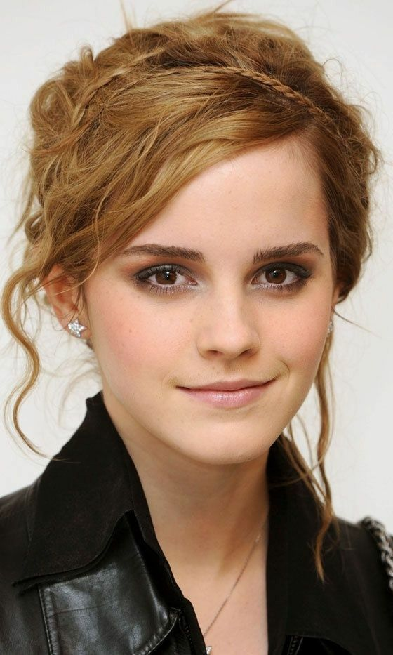 Emma Watson Images She Is One Of The Youngest Actors Who Started The Movie From The Harry Potter Ser In 2021 Emma Watson Hair Emma Watson Short Hair Short Hair Styles