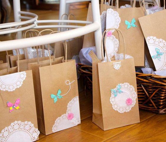 Bolsitas de papel decoradas con blondas fiestas - Blondas de papel ...