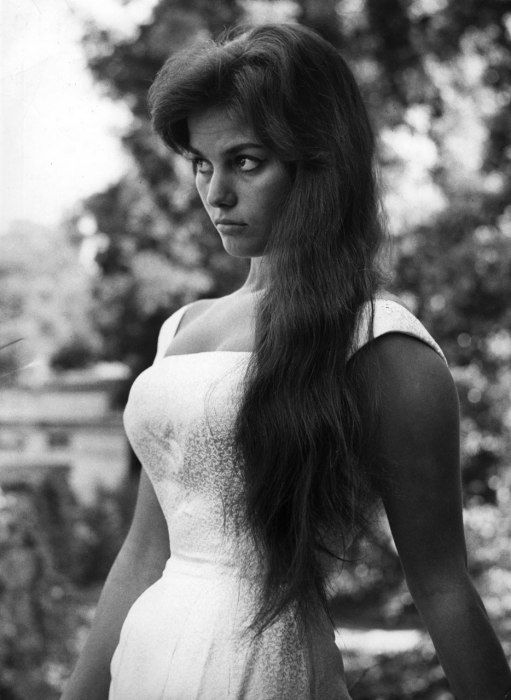 Photos: The 1960s Bombshell Style of Claudia Cardinale ...