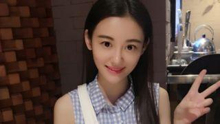 Image copyright                  Weibo/@徐小婷Kitty Image caption                                      La actriz de 26 años fue diagnosticada con linfoma, una forma de cáncer que afecta el sistema inmunológico.                                 A principios de este año Xu Ting fue diagnosticada con linfoma, una forma de cáncer que afecta el sistema inmunológico.  La actriz china de 26 años decidió no someterse a quimioterapia porque,