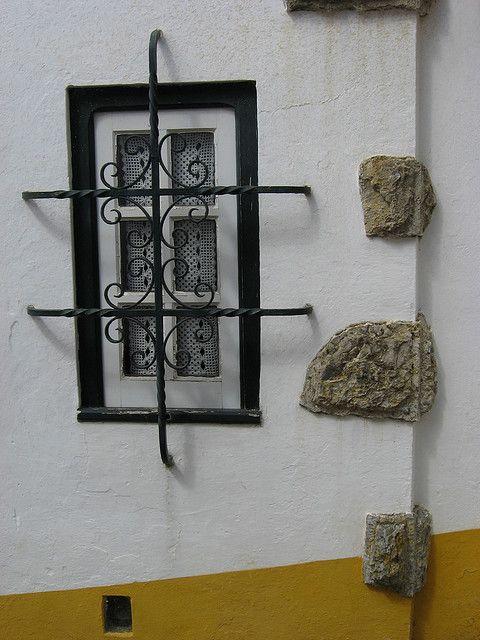 https://flic.kr/p/7AT4tB | Fenêtre à Obidos