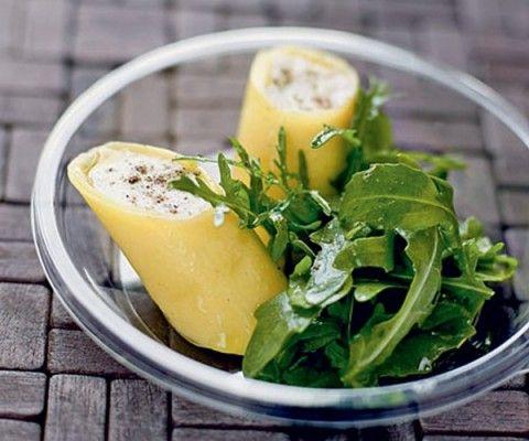 Gourmand présente une recette facile et rapide de cannellonis farcis au chèvre et à l'huile d'olives, accompagnés de roquette.
