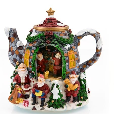 .I love this teapot.  almost too pretty to put tea in it.