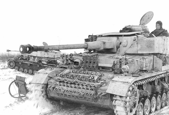 Panzer IV Ausf H  winter 43-44 in Ostland/ Russia, Ausf H version indicated by its turret Schürzen , it had hull Schürzen plates as well  but probably removed to prevent excessive snow & mud build-up from clogging roadwheels. Spare tracks placed on front glacis & left of gun mantle served as applique armor. Turret roof had extra armor plates mounted against Soviet ground-attack aircrafts . Faint numerals on turret Schürzen shows number 825 for 8th company, 2nd platoon, 5th vehicle in…