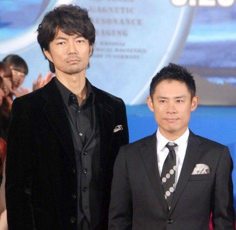 『伊藤淳史』と仲村トオルの身長の違いがわかる写真