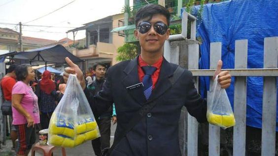 Penjual Tahu Necis Berdasi yang Jadi Idola Emak-emak