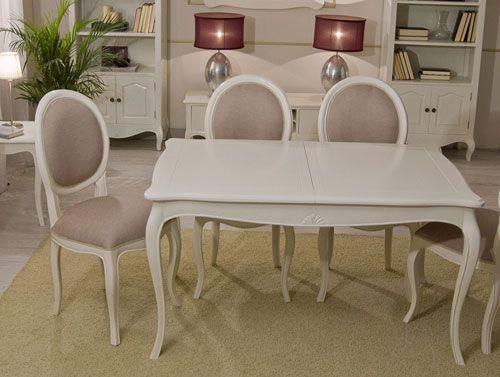 mesa blanca con sillas vintage