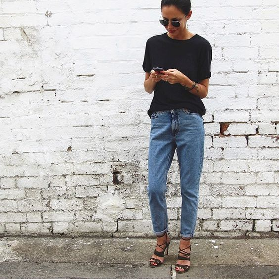 Jeans and a black tee | Simple style | Classic dressing | Harper and Harley