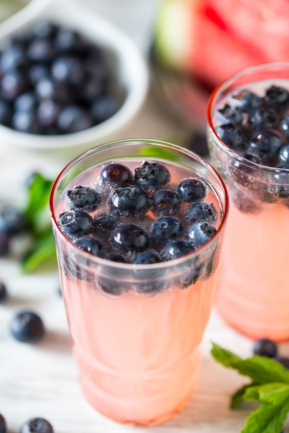 This watermelon blueberry mint spritzer is the perfect Memorial Day ...