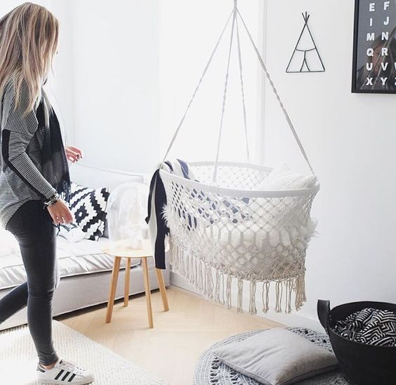 HANGING BASSINET | mooie hangwieg. Bamboo and cotton