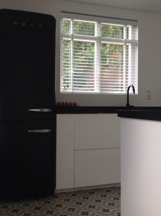 Keuken met #smeg black velvet, #ikea metod, kraan praxis, blad ...