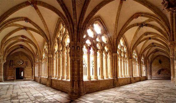 Alas Norte y Oeste (Claustro Gótico)// Catedral San Salvador, Oviedo. España//