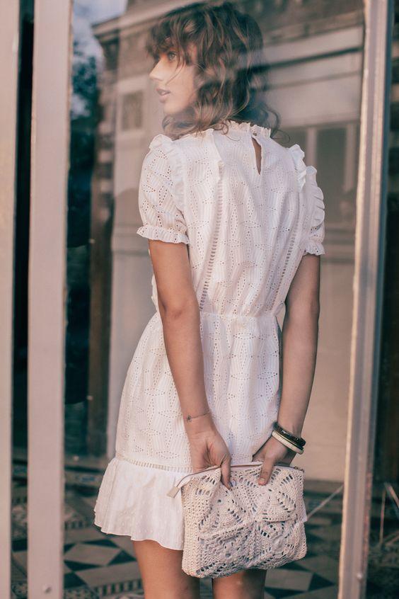 Robe Blanche Manche Courte Balzac X La Redoute Idees Vestimentaires Idee Tenue Habillee Decontractee
