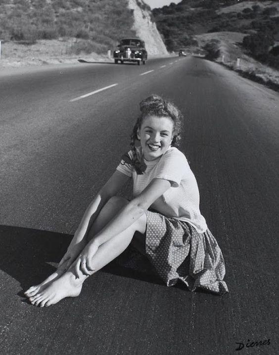 Norma Jean, a punto de coger el camino que la convertirá en Marilyn Monroe.