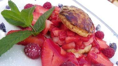 Feuilleté caramélisé aux fraises de Carros, recette du chef Daniel Desavie