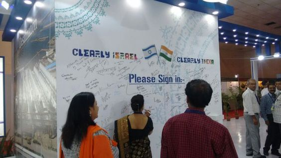 Delegates appreciating the work of #indiawaterweek #ClearWaterClearlyIsrael