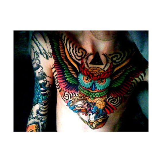 I usually don't like this style of tattoo, but this owl is so vibrant and beautiful.