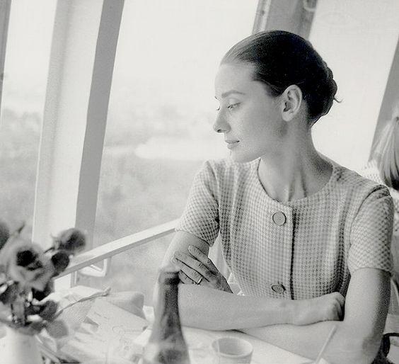 Audrey Hepburn expo 58