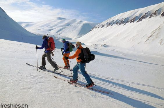 hiking up to the gruvenfjellet #svalbard