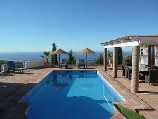 Luxe+vakantie+villa+met+prive+zwembad+en+panoramisch+uitzicht+op+zee+en+bergen++Vakantieverhuur in Axarquia (Costa del Sol) van @homeaway! #vacation #rental #travel #homeaway