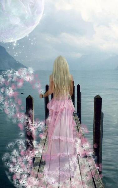 CALLITTH e filha de ATALANTA e DIONISIO irma de ROTTERCK deus dos cegos,surdos e mudos. CALLITTH e deusa das flores e dos cheiros e as vezes gosta de se jogar do topo do OLIMPO e sair flutuando com o vento e fazer o cheiro das flores ser levado pela brisa na primavera,no outono e no verão. No inverno, PERSÉFONE convida  CALLILITH  para lhe fazer companhia no submundo .
