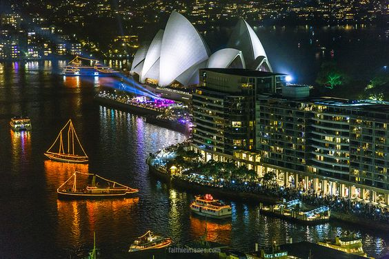 https://flic.kr/p/tqTbod | Sydney CBD by night | read more on faithieimages.com