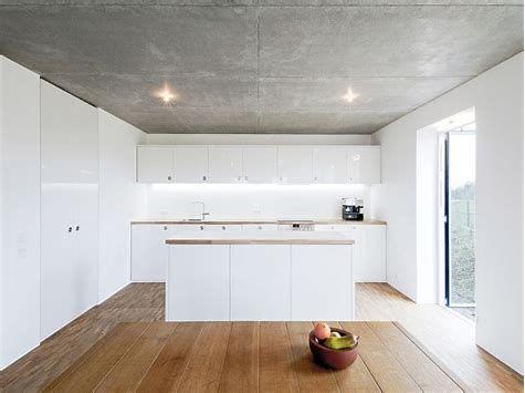 Bildergebnis Fur Betondecke Im Wohnraum Betondecke Kuchendesign Minimalistische Kuche