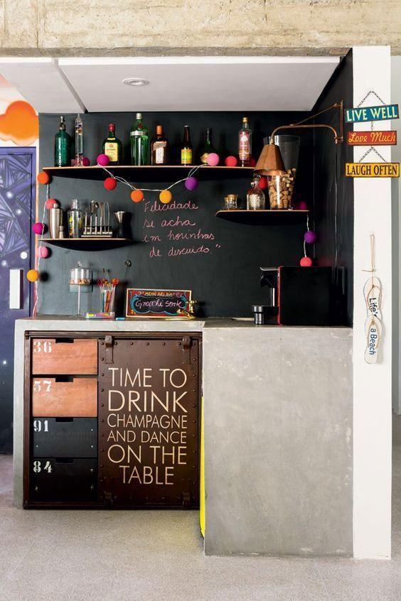 Conheça as mais belas referências de projetos de bar de parede para você se inspirar. Use sua criatividade para atingir resultados diferenciados.