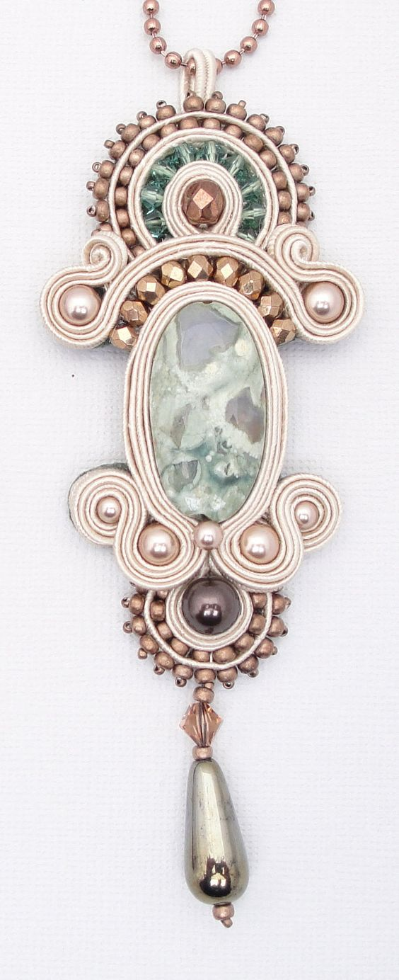 PDF Tutorial - Soutache Embroidery - Lady Mary's Pendant - Instructions ONLY. $20,00, via Etsy.