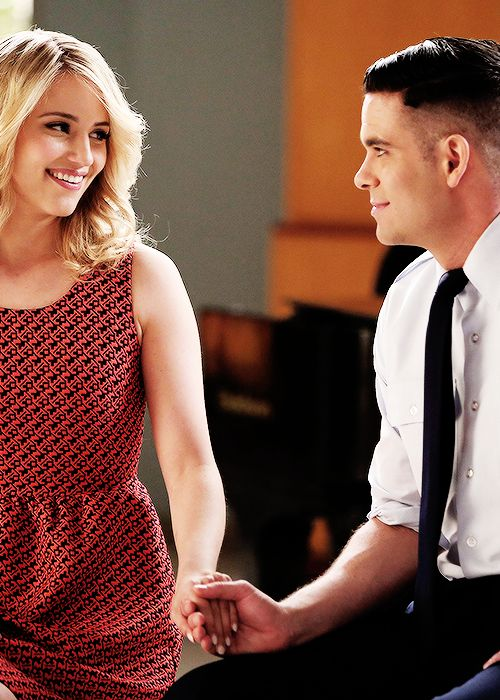 "Quinn and Puck perform in the ""New Directions"" episode of GLEE"
