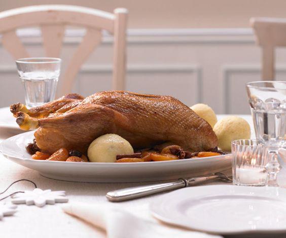 Rezept für Walnussknödel bei Essen und Trinken. Und weitere Rezepte in den Kategorien Brot / Brötchen / Toast, Eier, Getreide, Kartoffeln, Kräuter, Milch + Milchprodukte, Nüsse, Beilage, Kochen, Einfach, Gut vorzubereiten, Vegetarisch.