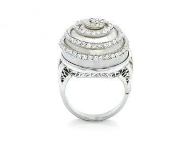A Diamond, Mabe Pearl and Platinum Ring, Bick & Ostor « Dupuis Fine Jewellery Auctioneers