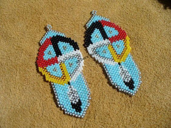 peyote stitch beaded Native American inspired Medicine Wheel earrings: 2 Beaded Earrings, Amazing Beadwork, American Beadwork, Stitch Beadwork, Beadwork Earrings, Beadworkearrings Charms, Wheel Earrings, Medicine Wheel, Beaded Delica Earrings