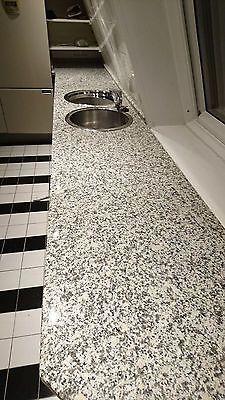 Gut erhalten Granit-Arbeitsplatten Küche 5 massive Granitplatten, Stärke 32 mm. Kanten abgerundet. Kaum Gebrauchsspuren 363 x 58,6 cm (2-teilig: 182x58,5 und 181x58,5) mit zwei runden Spülb... Mehr gibt es auf http://www.gebrauchtplatz.de/produkt/granit-arbeitsplatten-kueche/