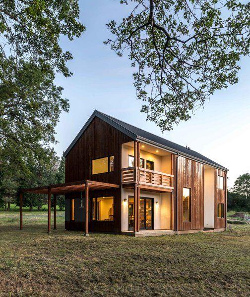 A Colorado Home Puts A Modern Twist On Farmhouse Living Building Design Modern House Passive Solar Design