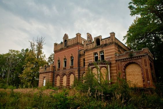 abandoned The old mansion, built in 1887.