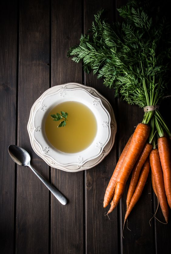 Chicken stock, bone broth, broth, soup photography, broth photography, caldo de pollo, como hacer caldo de pollo, food stylist, food photography, food blog, receta, cocina, recipe: