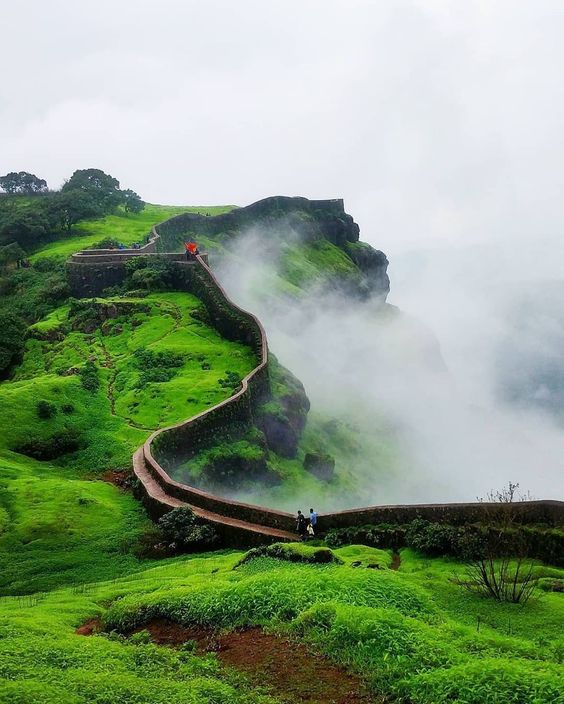 Watch Mighty Torna Fort which Stands Still in Shayadri Range