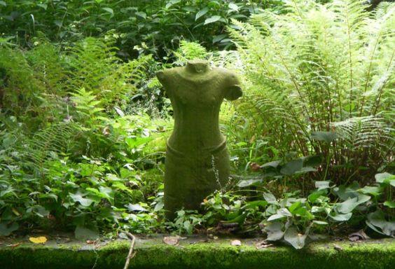Statue im Grün, Park Hombroich - Foto: S. Hopp