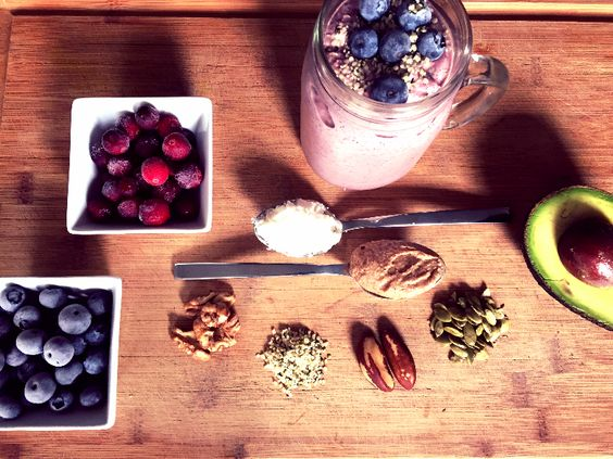 Morning Smoothie :: Full of healthy fats and proteins to get the day started off right