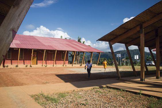 Gallery - School in Chuquibambilla / AMA + Bosch Arquitectos - 6